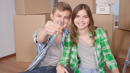 parquete : Young married couple with boxes and holding flat keys