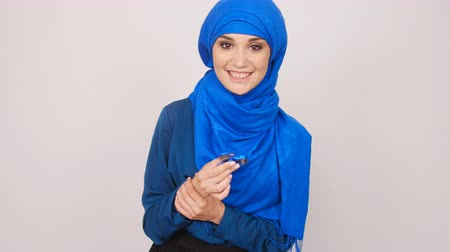 rolamento : Young muslim Woman with spinner toy