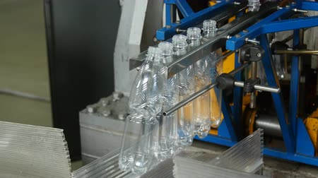 ivászat : Manufacture of plastic bottles
