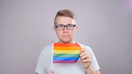 lesbijki : Man hold a rainbow flag. Concept of sexual minority and LGBT