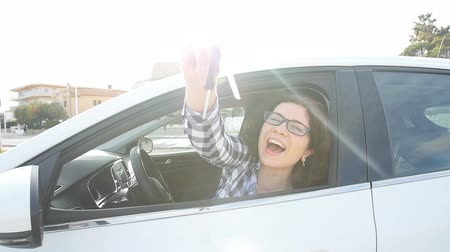 prawo jazdy : Happy Woman Showing The Key Of New Car outdoors