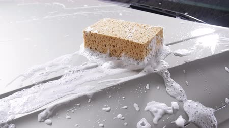 купание : Sponge for the car for washing Стоковые видеозаписи