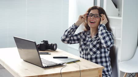 editor : Smiling woman designer working on computer in office Stock Footage