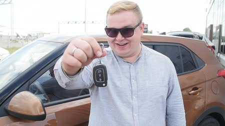auto parking : Happy man with keys from new car