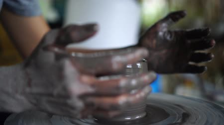 hrnčíř : Potters hands are creating earthenware on potters wheel. Concept of natural materials, hand made and creativity. Dostupné videozáznamy