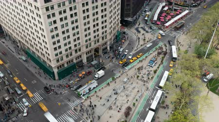 miniatűr : NEW YORK - MAY 7: (Time-lapse) Traffic and pedestrians move through Madison Square at the intersection of 5th Avenue and Broadway at 24th Street on May 7, 2014 in New York.