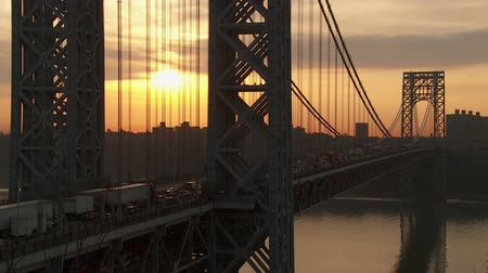 fort lee : The sun rises as morning rush hour traffic on the George Washington Bridge crosses the Hudson River between New Jersey and New York. Stock Footage