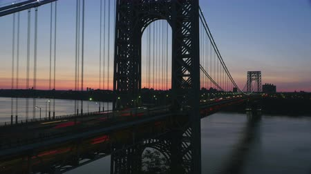 fort lee : (Time-lapse) Morning rush hour traffic on the George Washington Bridge crosses the Hudson River between New Jersey and New York just before sunrise. Stock Footage