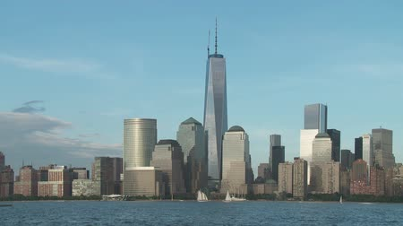 kiegészítés : The Freedom Tower, nearing completion as part of the new World Trade Center complex, rises over the skyline of lower Manhattan in New York City.