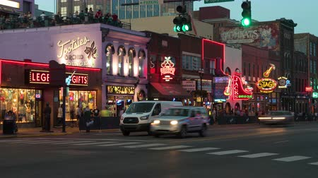 sierpien : NASHVILLE - AUGUST 13: (Time-lapse) People and vehicular traffic travel on Broadway visiting the Honky-tonks and other tourist attractions in The District on August 13, 2015 in Nashville, Tennessee.