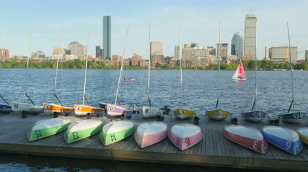 ancorado : CAMBRIDGE, MA - JUNE 3: Colorful sailboats and dinghies sit on the dock of the MIT Sailing Pavilion on the Charles River on June 3, 2015 in Cambridge.