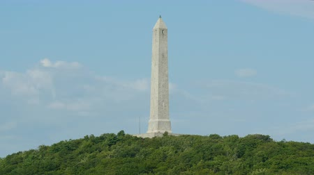 war : Windswept clouds roll past the High Point Monument in High Point State Park, Montague, New Jersey. Stock Footage