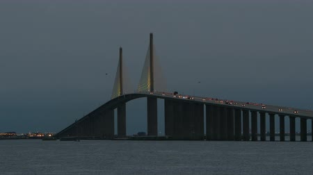 tampa bay : Traffic crosses the Sunshine Skyway Bridge over Tampa Bay during morning twilight, as viewed from the south fishing pier. Stock Footage