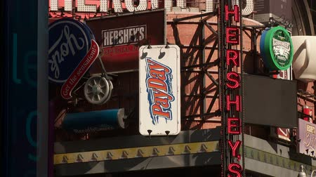 çikolata : NEW YORK - MARCH 10: The Hersheys Chocolate World sign advertises its location in Times Square on March 10, 2013 in New York City. Stok Video