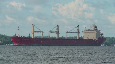 sierpien : ORLEANS, NY - AUGUST 3: Bulk Carrier Ship Federal Asahi heads east on the Saint Lawrence River past one of the Thousand Islands on the morning of August 3, 2013 near Orleans, New York