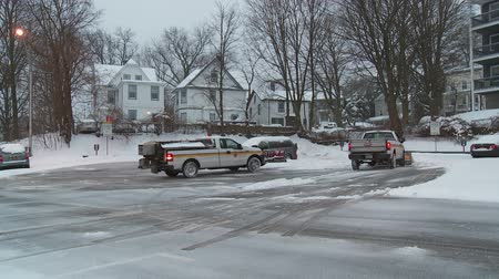 munição : WHITE PLAINS, NY - FEBRUARY 5: Department of Public Works snowplows clear a municipal parking lot after a heavy snowfall on February 5, 2014 in White Plains. Stock Footage