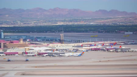 miniatűr : PARADISE, NV - AUGUST 8: (Time-lapse) Airplanes take-off and land at McCarran International Airport in a tilt-shift miniature effect view on August 8, 2017 in Paradise (Las Vegas).