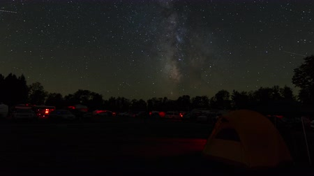 nézett le : (Time-lapse) The Milky Way and stars move across the night sky over the astronomy field at Cherry Springs State Park, an International Dark Sky Park in West Branch Township, Pennsylvania.