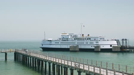 chene : Oak Bluffs, Massachusetts - 29 mai: Un ferry de la Steamship Authority attend le départ de Martha's Vineyard pour le voyage de retour à Woods Hole, sur le continent.