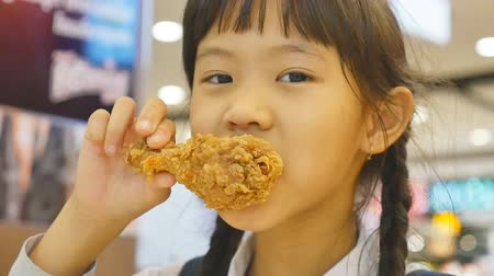 tavuk : Asian child enjoys eating fried chicken
