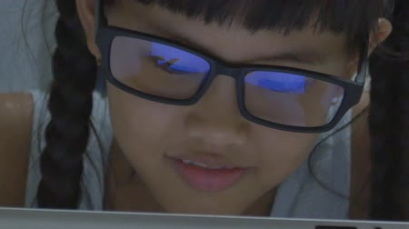 reflexão : Close up of Asian child using tablet computer with reflection in glasses