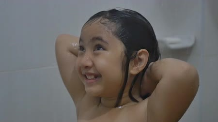 wanna : Asian child washes hair in bathroom