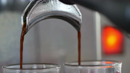 kahve molası : 4K : Coffee machine brewing an espresso coffee Stok Video