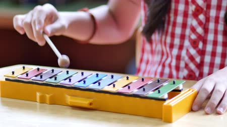 przedszkole : Asian Children playing on colorful xylophone