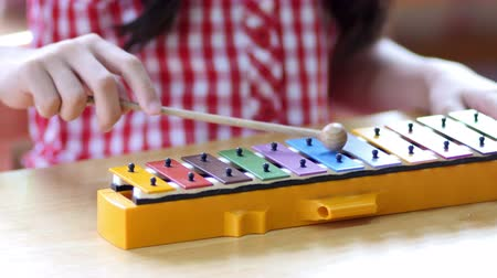 instrumentos : Asian Children playing on colorful xylophone