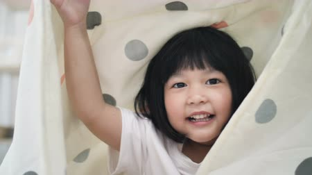 ищу : 4K Slow motion of Cute little Asian girl covers with blanket. Playing hide and seek, peek a boo