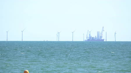 türbin : Construction of Rampion Wind Farm off the Sussex coast