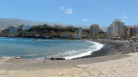 kanarya : Wild atlantic coast of puerto de la cruz on tenerife island Stok Video