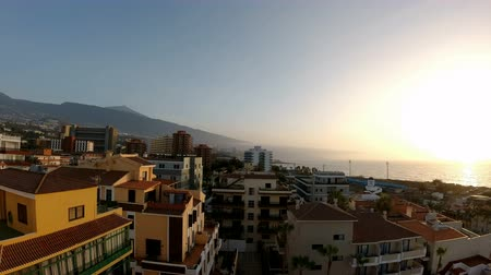 Time lapse, coucher de soleil pittoresque à puerto de la cruz