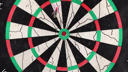 hurl : Game of Darts in full screen, video