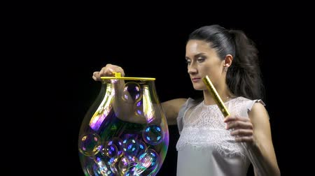 hůlky : Beautiful girl releasing soap bubbles Dostupné videozáznamy