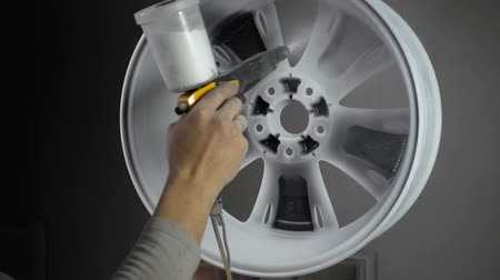 rozsdásodás : Powder coating of auto wheel Stock mozgókép