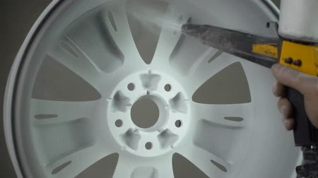 puder : Powder painting of auto wheel Wideo