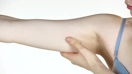 liposukcja : Woman touching her hand