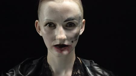 soletrar : Woman with horror makeup