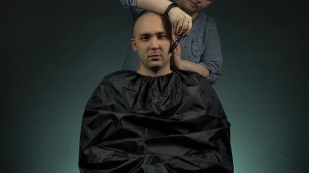 barber hair cut : Woman and caucasian bald man