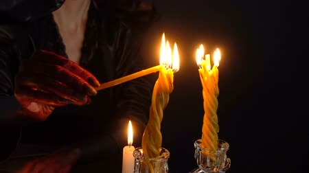pohanský : Girl with blood hands lights candles Dostupné videozáznamy