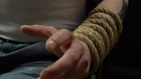 amarrado : Rope and mans hands, close up video Vídeos