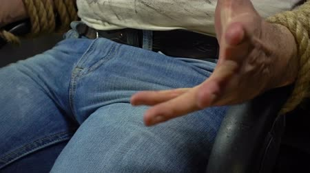 amarrado : Mans bound hands, close up