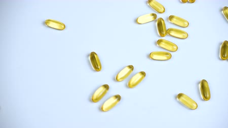 morina : Footage of fish oil in capsules