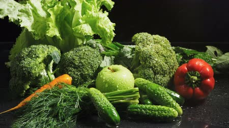 brócolis : Video of mixed vegetables set with water drops Stock Footage