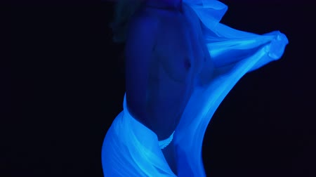 göğüs : Girl with naked breast and white fabric in ultraviolet light Stok Video