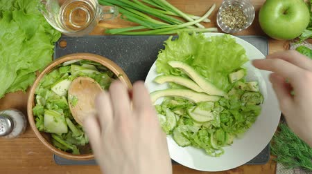 okurka : Video of cooking salad on board with vegetables
