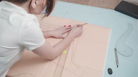 rád : Footage of drawing curve on paper in workshop