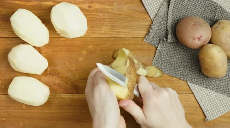 raiz : Video of preparing potato on wooden board