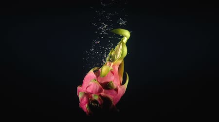 vitamin water : Video of falling pitaya in the water